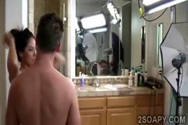 رجل ينيك مرء في لحمام